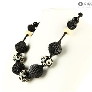 black_necklace_black_paper_beads